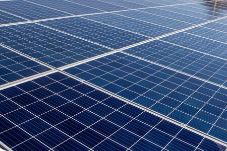 Panneau solaire, source d'électricité alternative, concept de ressources durables, Et c'est un nouveau système qui peut générer plus d'électricité que l'original, C'est les systèmes de suivi du soleil. Banque d'images