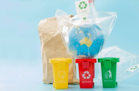Yellow, green and red recycle bins with recycle symbol on blue background. Keep city tidy, Leaves the recycling symbol. Nature protection concept. Stockfoto