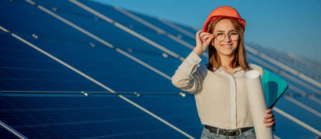 Businesswomen working on checking equipment at solar power plant with tablet checklist, woman working on outdoor at solar power plant. 免版税图像