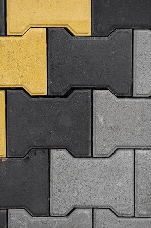 Beton- oder Kopfsteinpflaster graue Gehwegplatten oder Steine für Boden, Wand oder Weg. Traditioneller Zaun, Hof, Hinterhof oder Straßenpflaster. Ziegelsteinpflaster für eine Straße, Parks, Bürgersteige. Standard-Bild