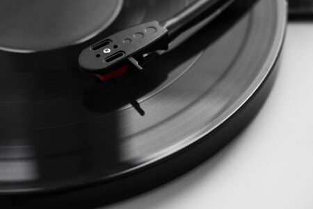 Vinyl turntable on a white background. Retro audio equipment for vinyl disk. Stockfoto