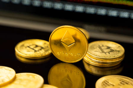 Gold ethereum coin with a graph chart. Trading on the cryptocurrency exchange. Cryptocurrency Stock Market Concept. Virtual money concept. Mining or blockchain technology. 免版税图像