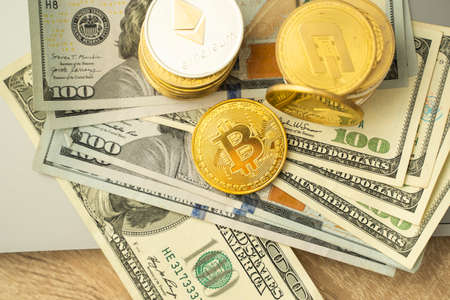 Golden bitcoin coins with on a dollars. Trading on the cryptocurrency exchange. Cryptocurrency Stock Market Concept. Mining or blockchain technology. Business concept. 免版税图像