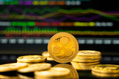 Gold Dash coin with a graph chart. Trading on the cryptocurrency exchange. Cryptocurrency Stock Market Concept. Virtual money concept. Mining or blockchain technology. 免版税图像