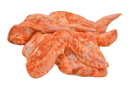 alitas de pollo: Alas de pollo marinadas aisladas sobre fondo blanco Foto de archivo