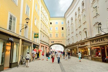 amadeus mozart: Salzburgo, Austria - 30 de julio Vista de Salzburgo el 30 de julio de 2013 en Salzburgo, Austria Salzburgo es el lugar de nacimiento de Wolfgang Amadeus Mozart ciudad fue clasificada como Patrimonio de la Humanidad por la UNESCO en 1997