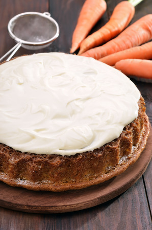 bolter: Vegetable sweet carrot pie with icing on wooden table