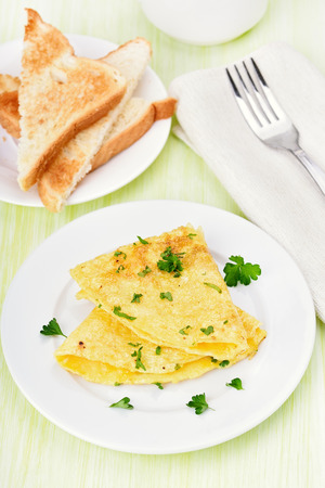 huevos fritos: Omelet with herbs on a white plate Foto de archivo