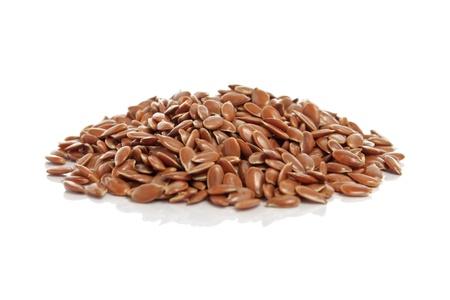 Vlas zaden met reflectie geà ¯ soleerd op witte achtergrond Stockfoto