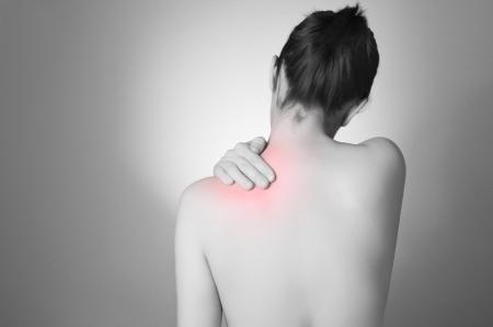 mujer desnuda de espalda: Vista trasera de un joven tocando su espalda