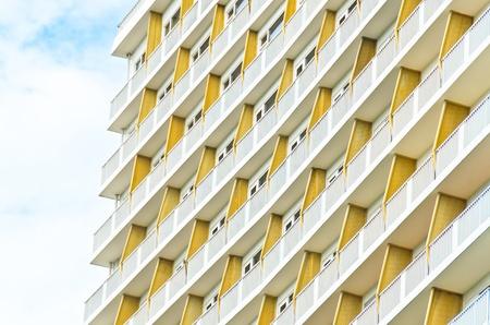 parte del modello di edificio con cielo nube