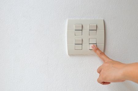 accendere l 'interruttore elettrico off