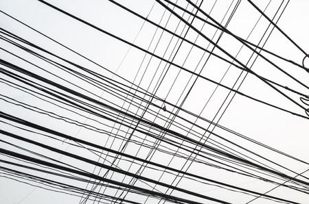 disordinato filo elettrico nel cielo Archivio Fotografico