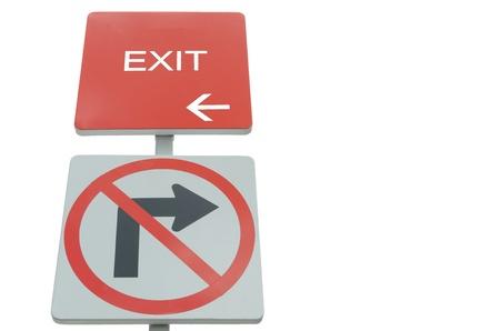 uscita rosso e segnale stradale non consentire a sfondo bianco Archivio Fotografico