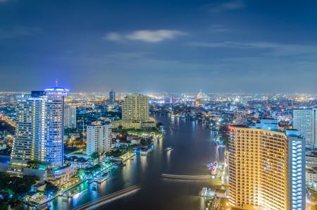 Fiume Chao Phraya a Bangkok citt� al crepuscolo