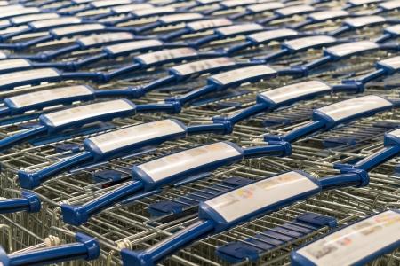 pila metal shopping trolley blu con impugnatura in plastica della mano