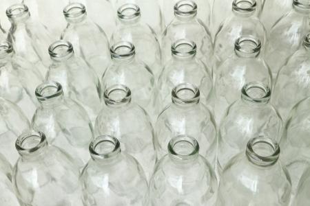 vaso vacio: Grupo de botellas de vidrio vac�as