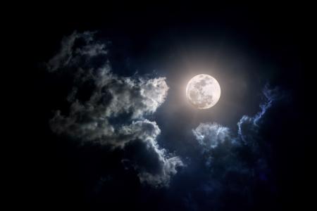 曇りの日を月します。