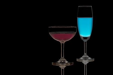Red and blue cocktail, sparkling wine. Foto de archivo