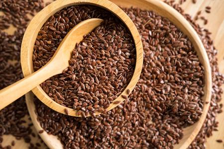 Bruin lijnzaad, biologisch voedsel voor gezond eten. Stockfoto