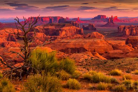 Sunrise in Hunts Mesa navajo stammen majestueuze plaats in de buurt van Monument Valley, Arizona, Verenigde Staten