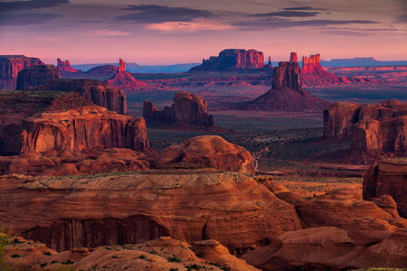 Sunrise in Hunts Mesa navajo tribal majesty place near Monument Valley, Arizona, USA Zdjęcie Seryjne - 80555707