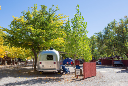 Vintage American mobile home on a camping site in Zion National Park 스톡 콘텐츠