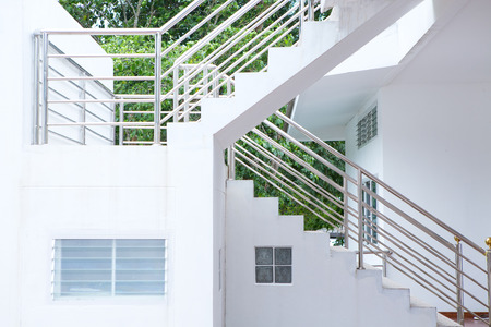 Concrete Staircase with stainless steel handrail in the building 免版税图像