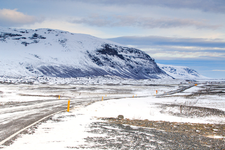 Driving on Iceland Road in winter, jokulsarlon Vatnajokull national park, Iceland 스톡 콘텐츠