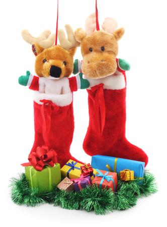botas de navidad: Botas de Navidad con los regalos en un fondo blanco. Foto de archivo