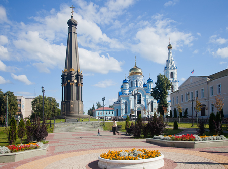 commemoration: Maloyaroslavets. A monument in commemoration of a victory near Maloyaroslavets in Patriotic war of 1812 and the Cathedral of the Dormition of the Theotokos Stock Photo