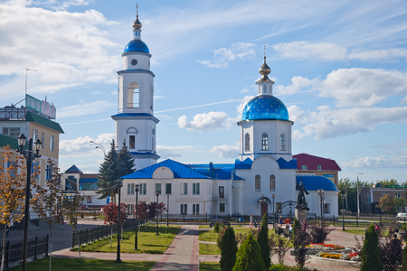 gilding: Church of Our Lady of Kazan and monument to the regimental priest in the city of Maloyaroslavets