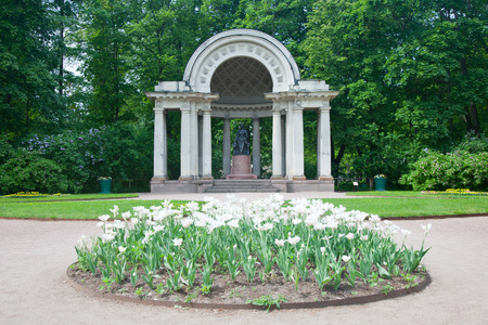 Pavlovsk. A sculptural monument to Maria Fiodorovna in Rossis pavilion.
