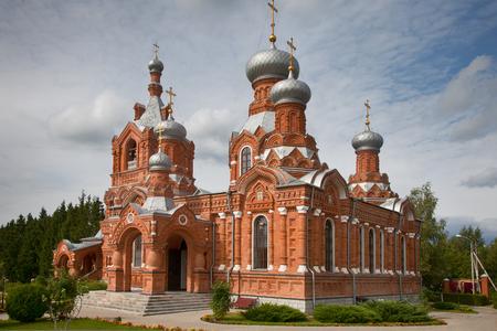 Chiesa di Cross-Exaltation nel villaggio del distretto di Darna Istra, nella regione di Mosca Archivio Fotografico - 85115169