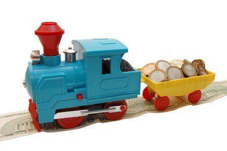 Toy Zug mit Münzen auf einem weißen Hintergrund Lizenzfreie Bilder - 5097008