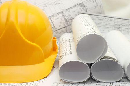 Gelben Helm auf dem Haus-Projekt