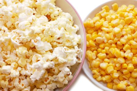 tinned: Tinned corn and popcorn in plates
