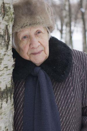 Portrait von die alte Frau im winter  Lizenzfreie Bilder