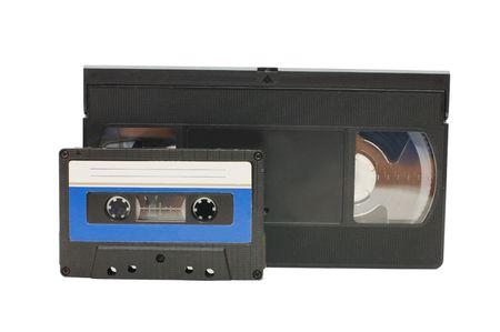 videocassette: Audiocassette y videocasetes aislados sobre fondo blanco  Foto de archivo