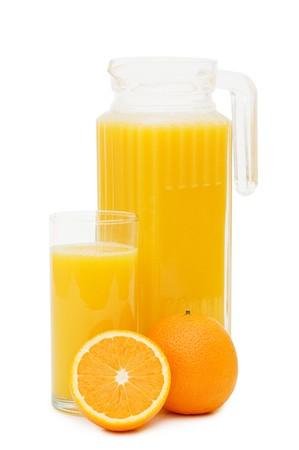 naranjas: Jugo de naranja en un decantador aislado  Foto de archivo
