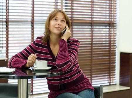 conversa: Las conversaciones de la chica por un tel�fono m�vil