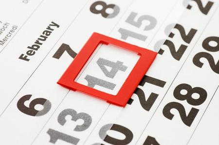 meses del a�o: Hoja de calendario de pared con la marca roja el 14 de febrero - el d�a de San Valent�n