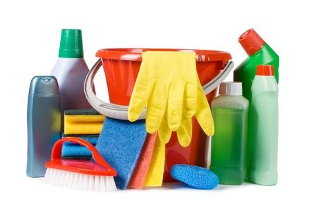 servicio domestico: Surtido de medios para la limpieza aislado Foto de archivo