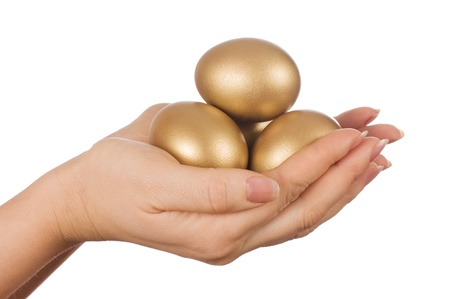 huevos de oro: huevo de oro en la mano aislada Foto de archivo