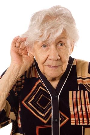 mujer sola: Retrato de la anciana aislado en blanco