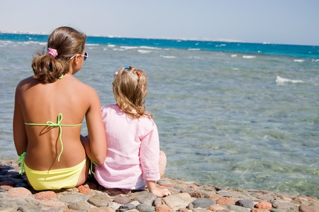 free image: Two girls on seacoast