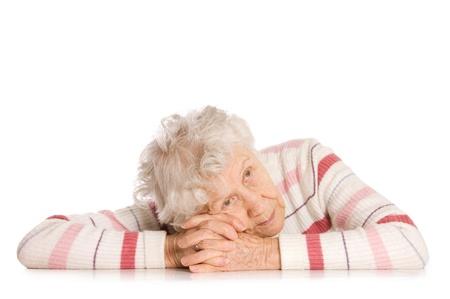sad old woman: Retrato de mujer aislado en blanco