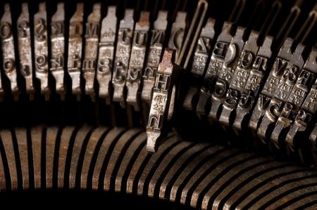 the typewriter: Escribir vieja m�quina de escribir texto carta l�nea de linotipia. Fondo