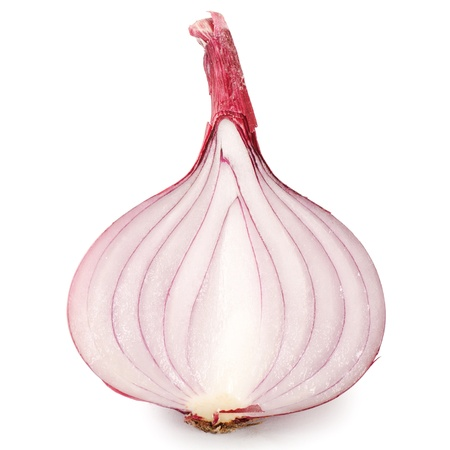 cebolla roja: Las cebollas frescas aisladas sobre fondo blanco