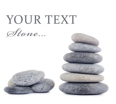 piedras zen: Grupo de piedras aisladas sobre fondo blanco